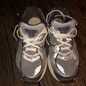 Brooks Addiction 10 Mogo Running Shoes size 11